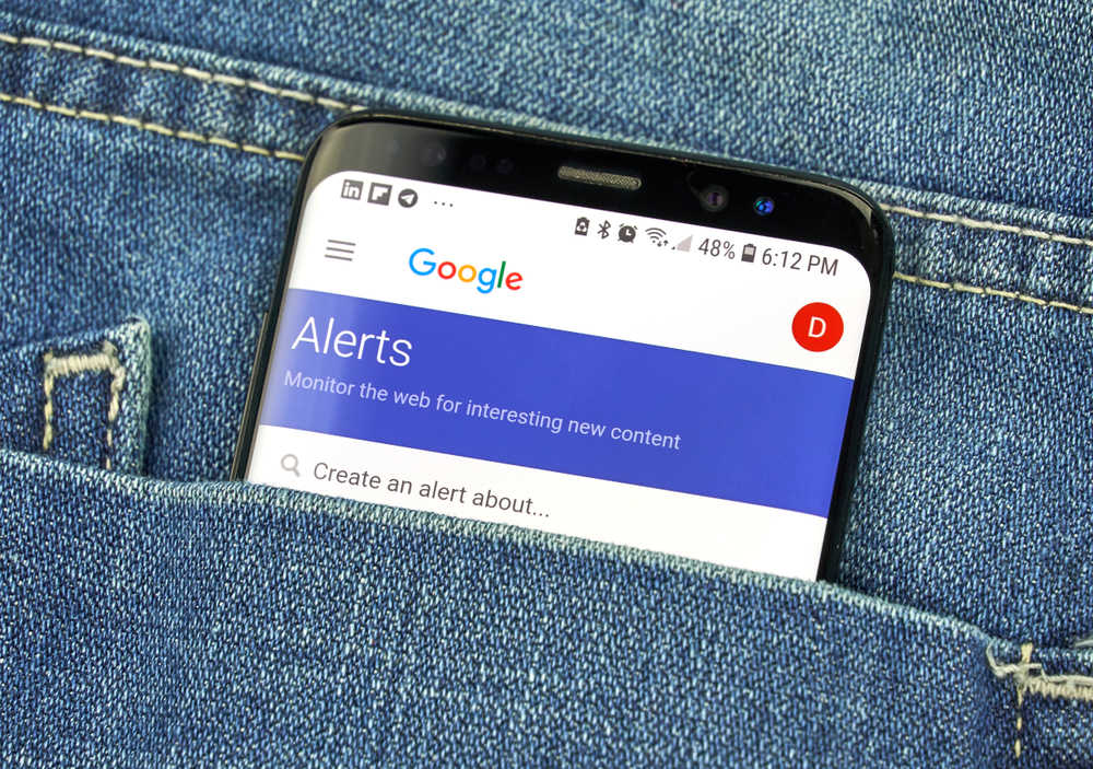 Google alerts on phone screen