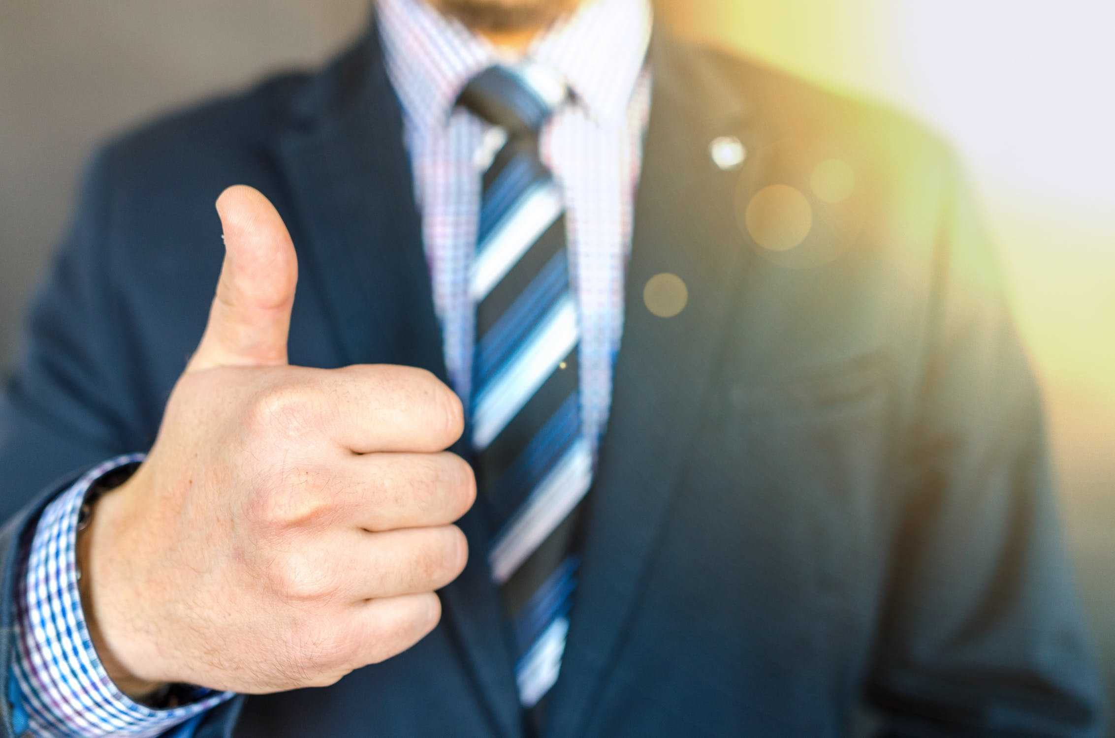 trust thumbs up